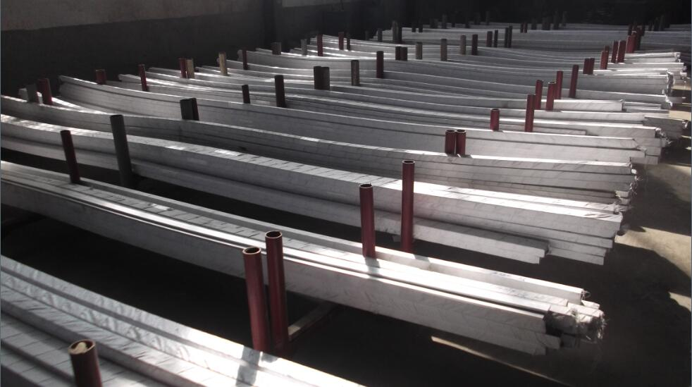 Extruded aluminum row bus bar used for expansi
